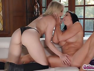 ginger and reagan taste the joy of lesbian ways